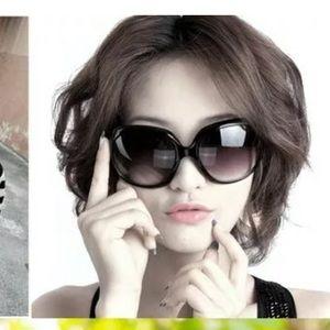 Boutique Accessories - Woman's Oversized Large Black Sun Glasses
